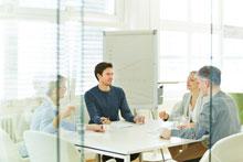 Teststudios Gruppe bei Diskussion