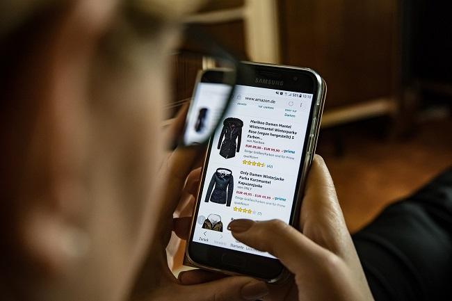 5c7dc0f798f110 85 Prozent aller Deutschen haben mindestens schon einmal ein Kleidungsstück  online gekauft. (Bild
